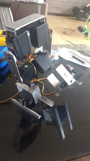 4-Robot bipede en situation d'équilibre.jpg